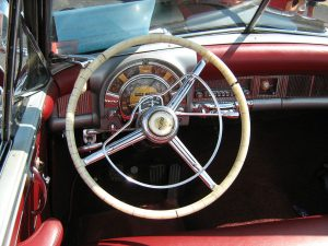 Chrysler New Yorker 1951 dashboard with radio - Wikimedia Commons